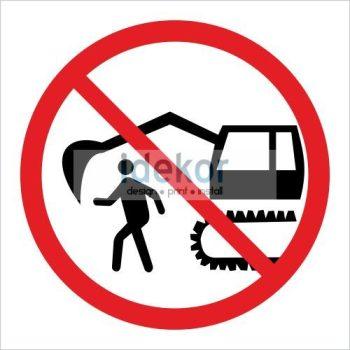 A gép hatósugarában tartózkodni tilos! matrica/felirat/tábla